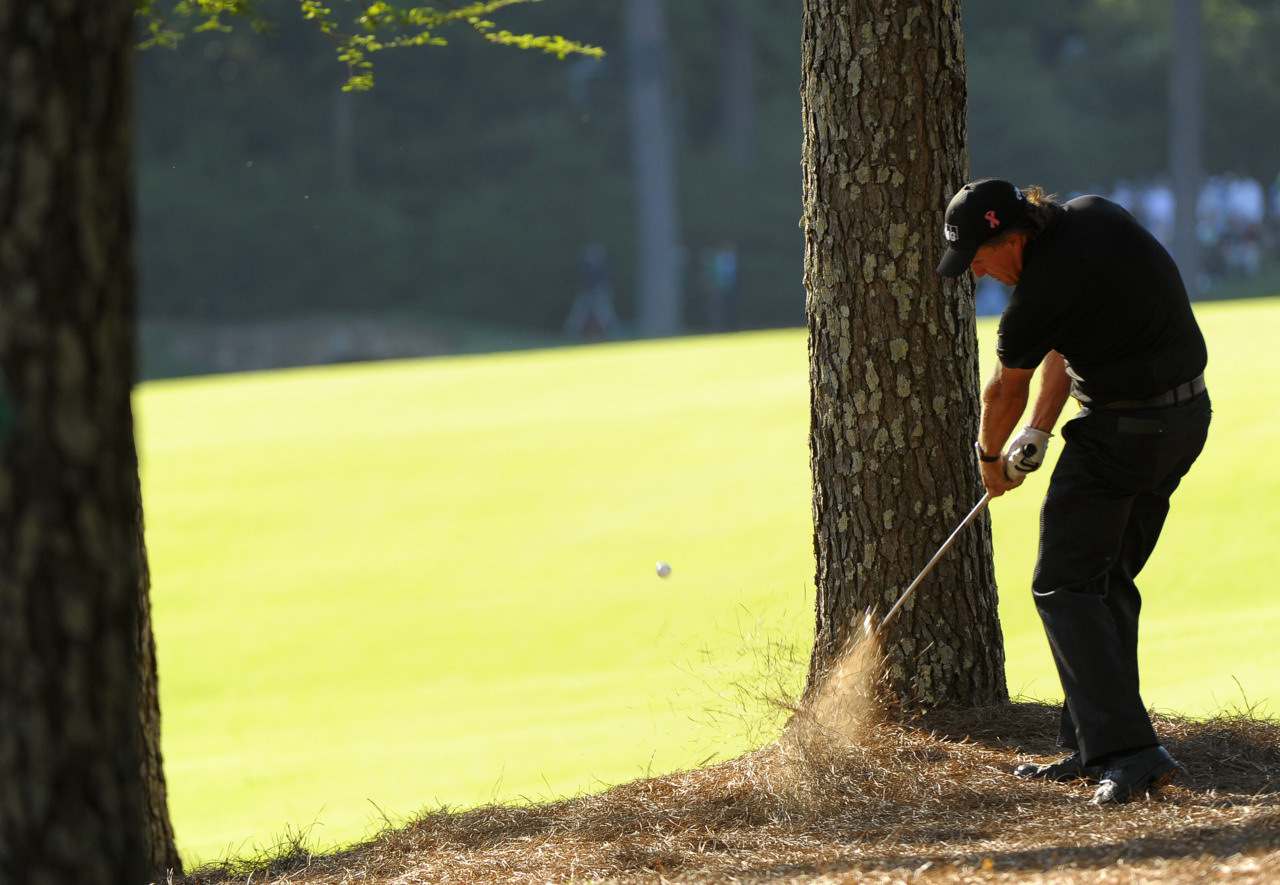 Phil-Mickelson-2010-Masters-Tree-Shot
